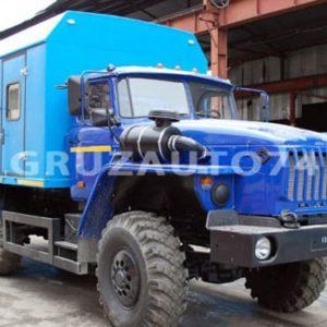 Грузопассажирский автомобиль Урал 4320 с закрытым грузовым отсеком